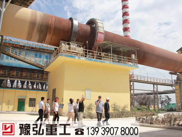 国外客户参观生石灰生产线